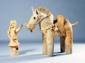 太田市 塚廻り4号古墳 飾り馬と馬引き(文化庁蔵) 【国重要文化財】